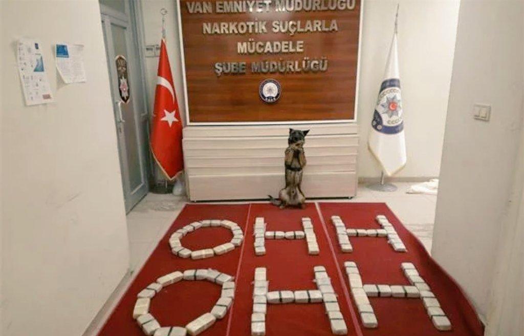 Epl WGKXMAEu2iA POLİSLER OHH ÇEKTİ!
