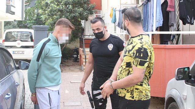 polisi pesinden surukleyen gence babasi bile 14167194 3928 osd POLİSİ PEŞİNDEN SÜRÜKLEDİ, BABASI BİLE DESTEK OLMADI